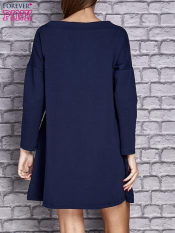 Granatowa sukienka z napisem LITTLE BLACK DRESS                                  zdj.                                  4