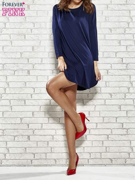 Granatowa sukienka z rozporkami po bokach                                  zdj.                                  2
