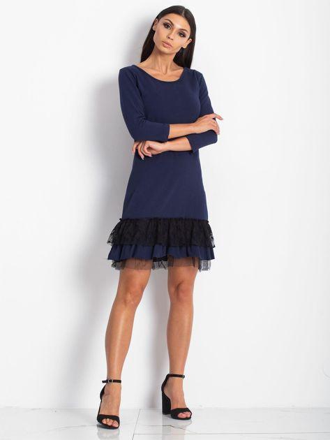 Granatowa sukienka z tiulem i koronkową falbaną                              zdj.                              4