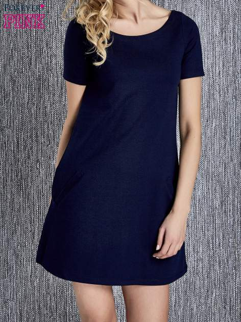 Granatowa trapezowa sukienka z kieszeniami                                  zdj.                                  4
