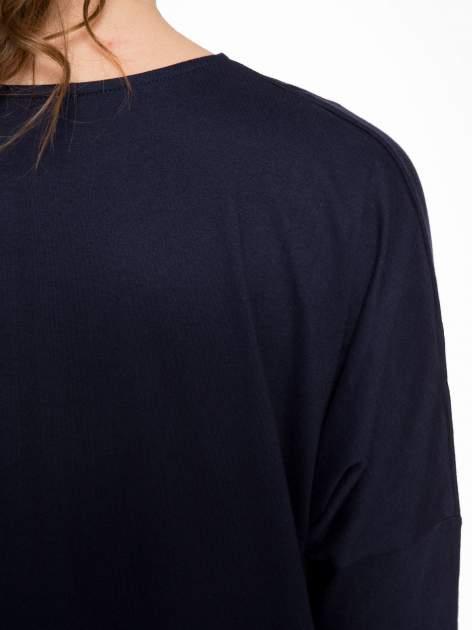 Granatowa tunika dresowa z obniżoną linią ramion                                  zdj.                                  7