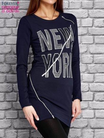 Granatowa tunika z napisem NEW YORK i suwakami                                  zdj.                                  3