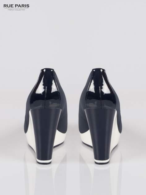 Granatowe buty damskie na kontrastowym koturnie                                  zdj.                                  3
