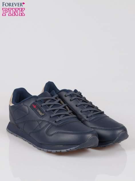 Granatowe buty sportowe ze złotym zapiętkiem                                  zdj.                                  2