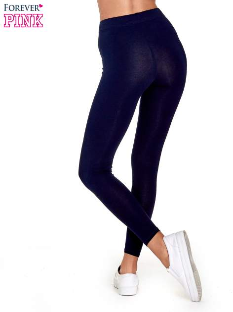 Granatowe gładkie legginsy damskie basic                                  zdj.                                  4