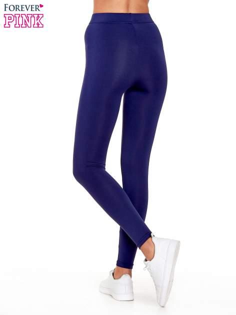 Granatowe legginsy basic z lekkim ociepleniem                                  zdj.                                  4