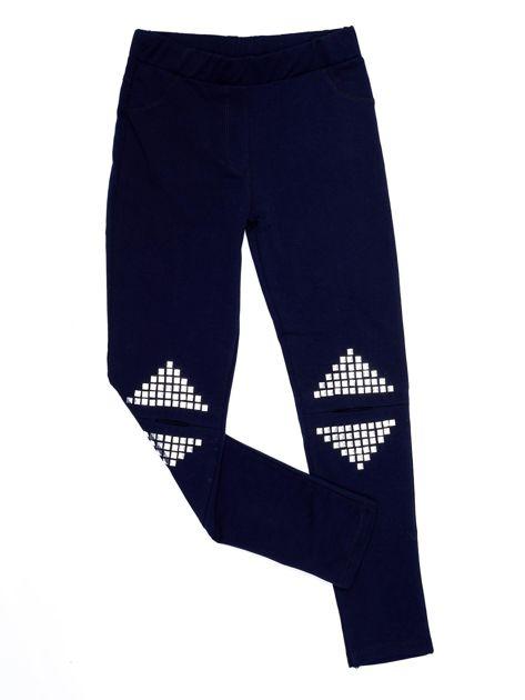Granatowe legginsy dla dziewczynki z rozcięciami i aplikacją                              zdj.                              1
