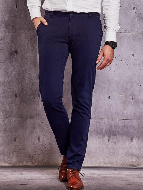 Granatowe materiałowe spodnie męskie chinosy                                  zdj.                                  1