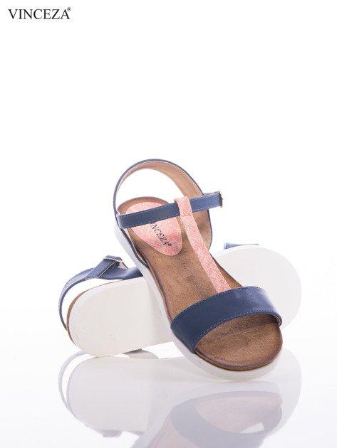 Granatowe sandały Vinceza z ozdobnym różowym paskiem tłoczonym w skórę węża                              zdj.                              4