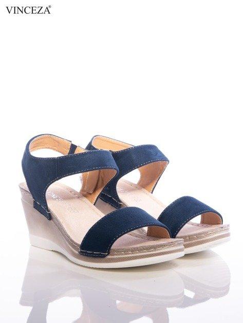 Granatowe sandały Vinceza z profilowaną skórzaną podeszwą, na koturnach                                  zdj.                                  2