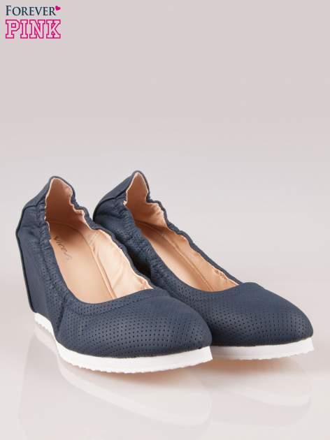 Granatowe siateczkowe buty na koturnie                                  zdj.                                  2