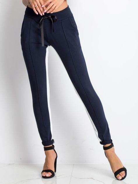 Granatowe spodnie dresowe Defined                              zdj.                              1