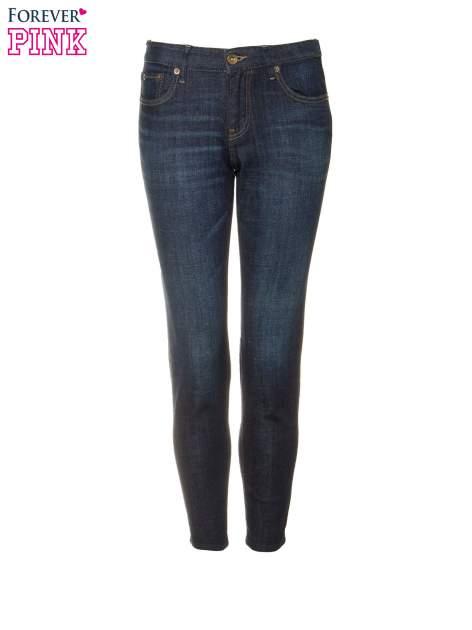Granatowe spodnie  girlfriend jeans z cieniowaniem                                  zdj.                                  5