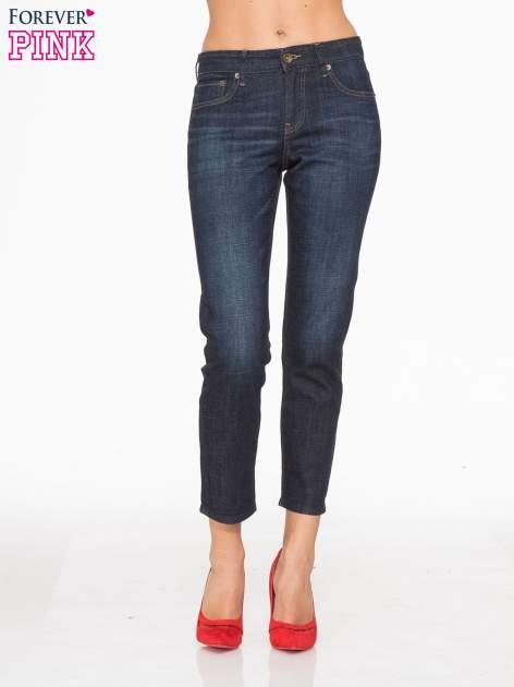 Granatowe spodnie  girlfriend jeans z cieniowaniem