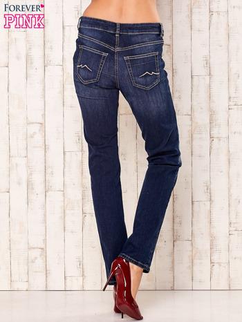Granatowe spodnie jeansowe regular                                  zdj.                                  3