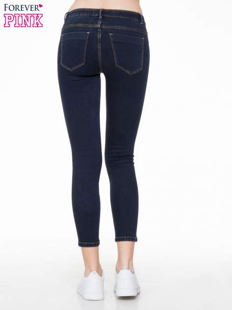 Granatowe spodnie jeansowe rurki 7/8                                  zdj.                                  4