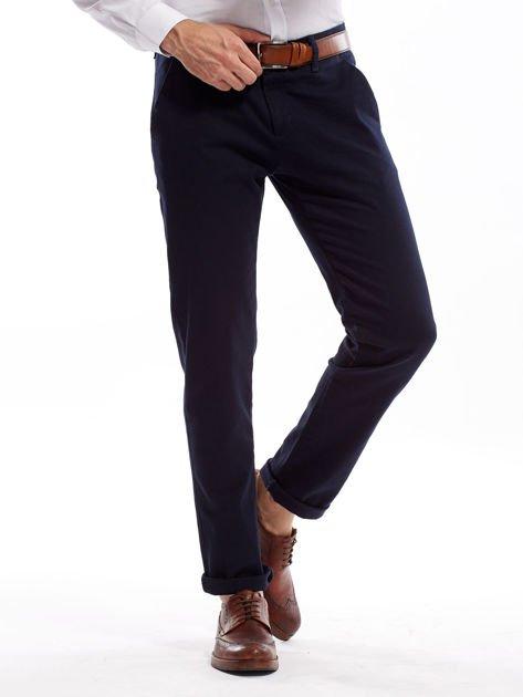 Granatowe spodnie męskie chinosy o prostym kroju                              zdj.                              11