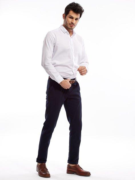 Granatowe spodnie męskie chinosy o prostym kroju                              zdj.                              7