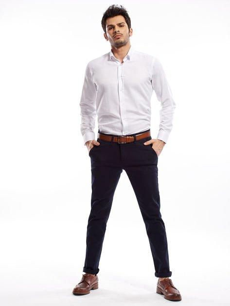 Granatowe spodnie męskie chinosy o prostym kroju                              zdj.                              8