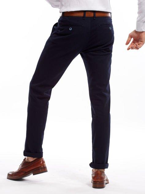 e9f96777a100f Granatowe spodnie męskie chinosy o prostym kroju - Mężczyźni Spodnie ...