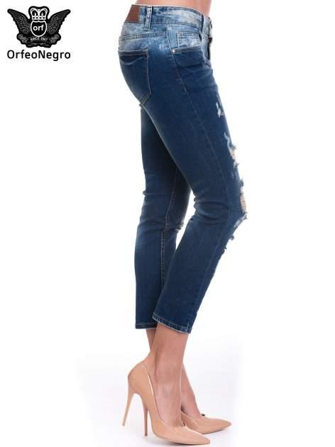 Granatowe spodnie skinny jeans z dziurami                                  zdj.                                  3