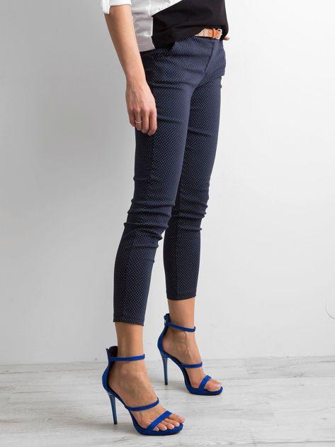 Granatowe spodnie w groszki                              zdj.                              3