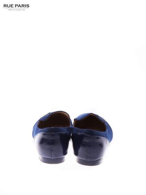 Granatowe zamszowe lordsy z lakierowanym noskiem                                  zdj.                                  3