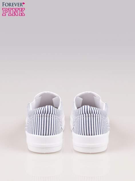 Granatowo-białe buty slip on w paski na grubej podeszwie                                  zdj.                                  3