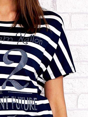 Granatowo-biały t-shirt w paski z napisem DAYDREAM NATION                                  zdj.                                  5
