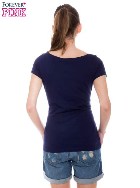 Granatowy basicowy t-shirt z okrągłym dekoltem                                  zdj.                                  3