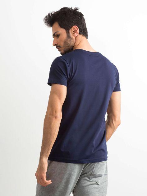 Granatowy bawełniany t-shirt męski z printem                              zdj.                              2