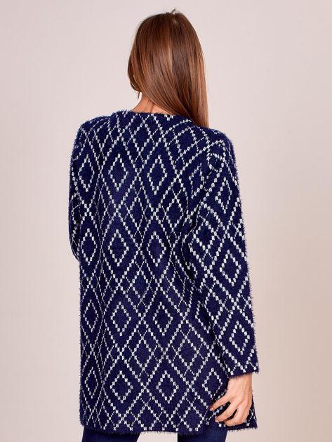 Granatowy długi sweter w romby                              zdj.                              2