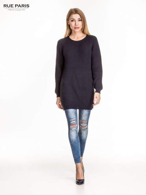 Granatowy długi sweter z suwakiem z tyłu                                  zdj.                                  4