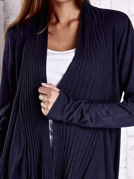 Granatowy długi sweter z wykończeniem w prążki                                  zdj.                                  5