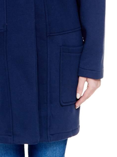 Granatowy dresowy płaszcz z kapturem i kieszeniami                                  zdj.                                  6