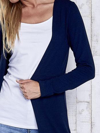 Granatowy gładki sweter z otwartym dekoltem                                  zdj.                                  6