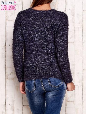 Granatowy melanżowy sweter z dłuższym włosem                                  zdj.                                  4