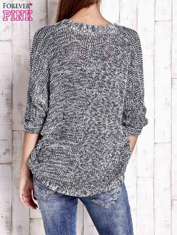 Granatowy melanżowy sweter z otwartym dekoltem                                  zdj.                                  4