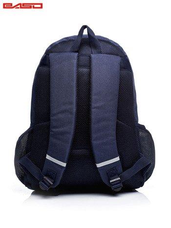 Granatowy plecak szkolny w kolorowe wzory                              zdj.                              3