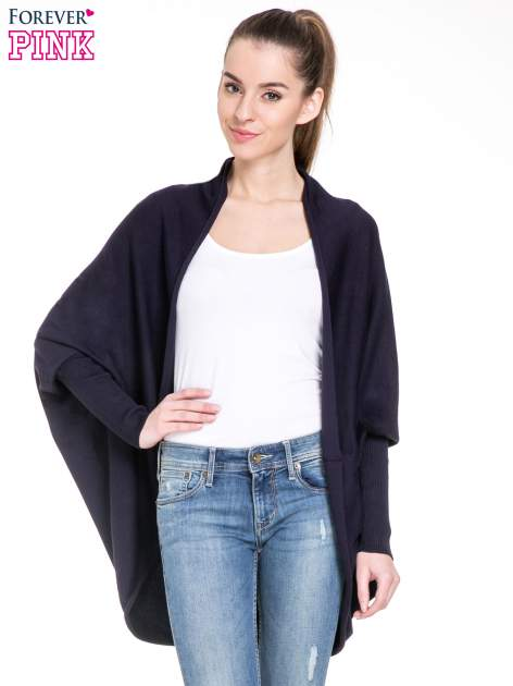 Granatowy sweter narzutka z nietoperzowymi rękawami                                  zdj.                                  1