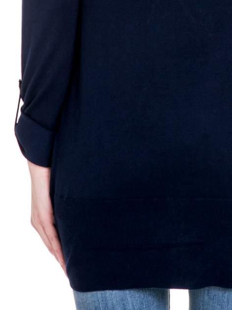 Granatowy sweter narzutka z wywijanymi rękawami                                  zdj.                                  8