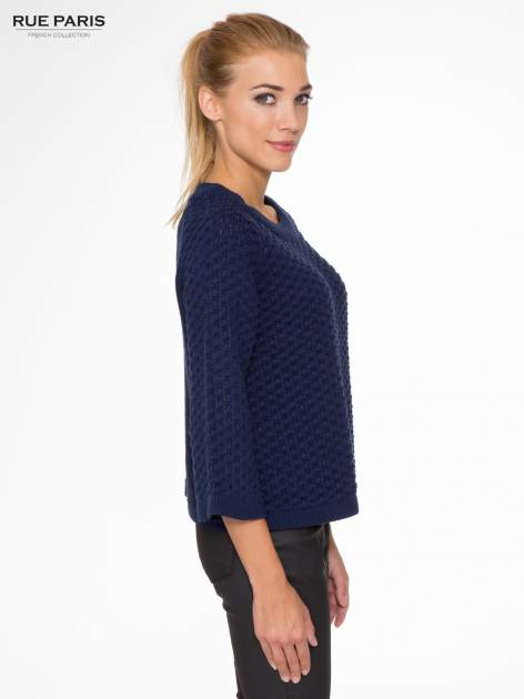 Granatowy sweter o bąbelkowej fakturze                                  zdj.                                  3