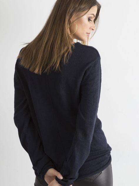 Granatowy sweter z kieszonką                              zdj.                              2