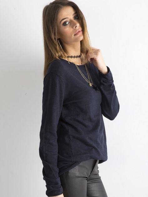 Granatowy sweter z kieszonką                              zdj.                              5