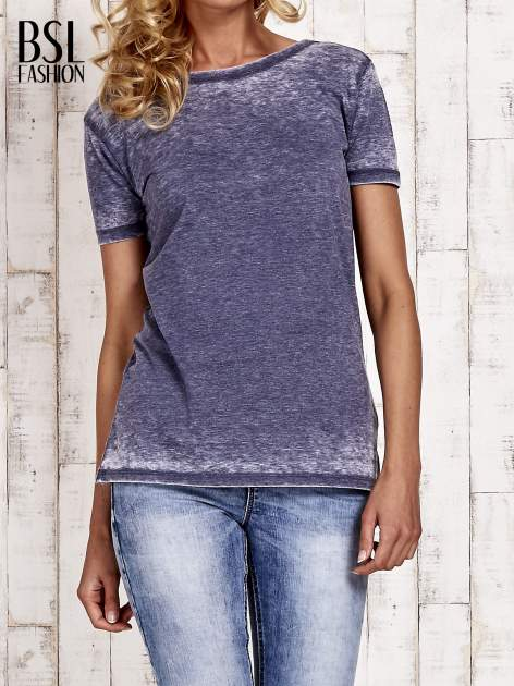 Granatowy t-shirt efekt acid wash                                  zdj.                                  1