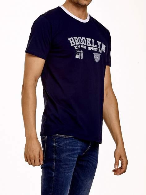 Granatowy t-shirt męski z napisami BROOKLYN NEW YORK SPIRIT 86                                  zdj.                                  4