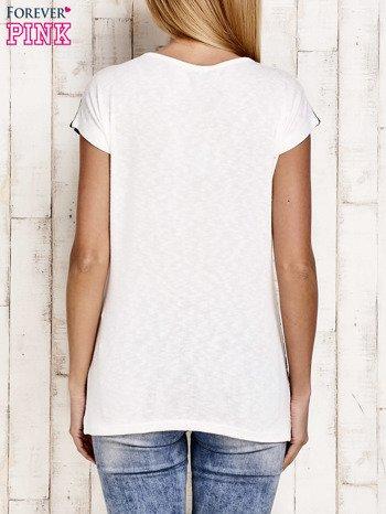 Granatowy t-shirt w białe paski z napisem SUPER DRY GIRL                                  zdj.                                  4
