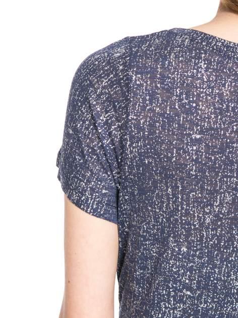 Granatowy t-shirt w srebrne plamki                                  zdj.                                  10