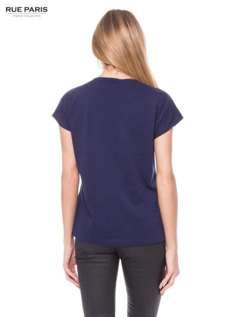 Granatowy t-shirt z koronkowym przodem                                  zdj.                                  3