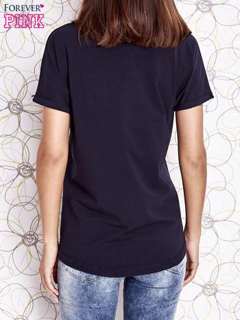 Granatowy t-shirt z motywem serca i kokardki                                  zdj.                                  5